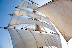 Segelkreuzfahrten: Unter weißen segeln