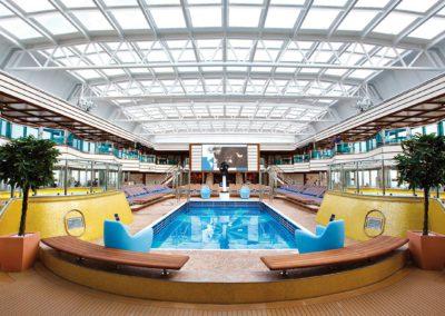 Indoor-Poollandschaft