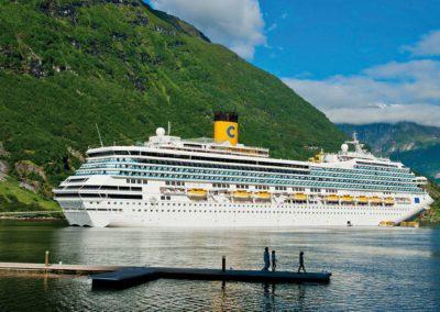 Costa Fortuna im Fjord