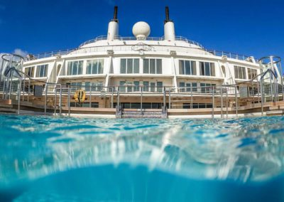 queen-mary-2-pool