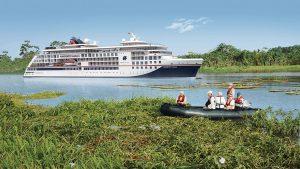 HANSEATIC Expeditionsschiffe auf dem Amazonas