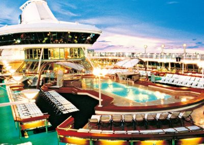 Vision of the Seas Pooldeck