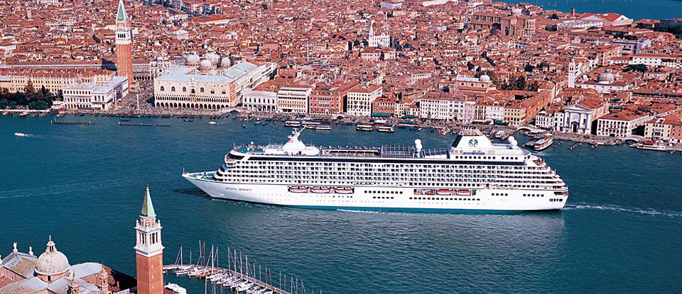 Eines der besten mittelgroßen Schiffe im Ranking: Chrystal Serenity